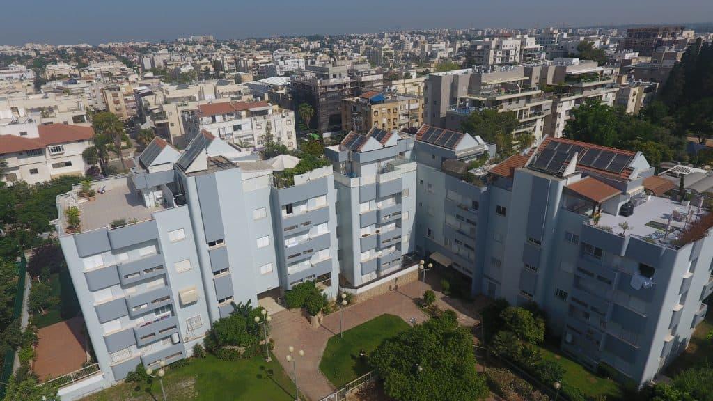 בניין צבוע בחיפה